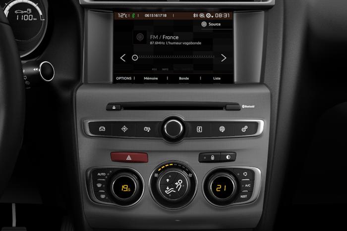 7'' Touchscreen + Radio digitale