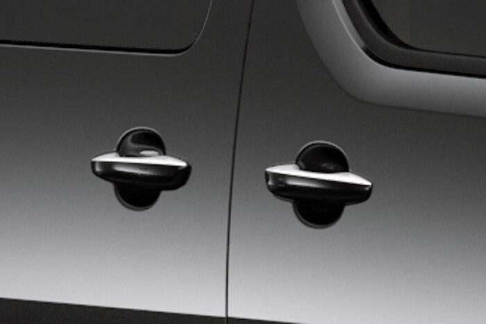 Boční posuvné dveře pravé a levé s elektrickým a Hands-free ovládáním