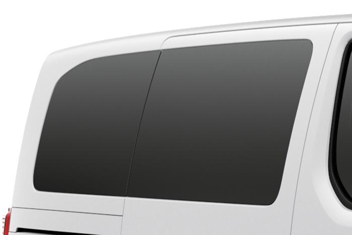Dodatno jako zatamnjena bočna stakla u 2. i 3. redu sjedala + dodatno zatamnjeno staklo na vratima prtljažnika