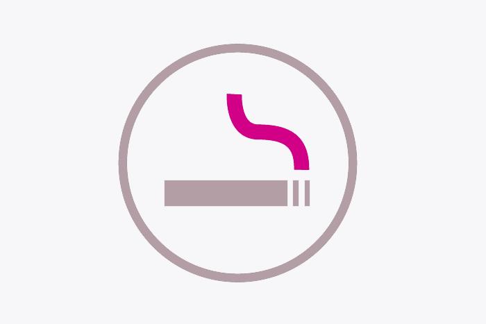 Zapalovač a popelník vpředu